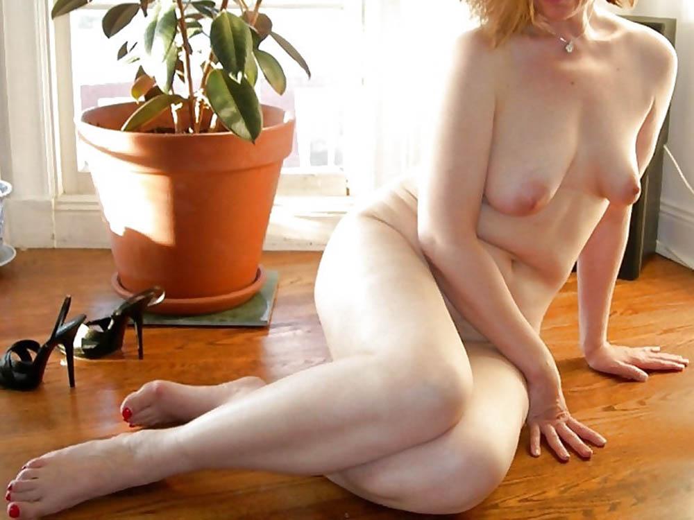 Eliana milf romana sola e sexy cerca un toyboy